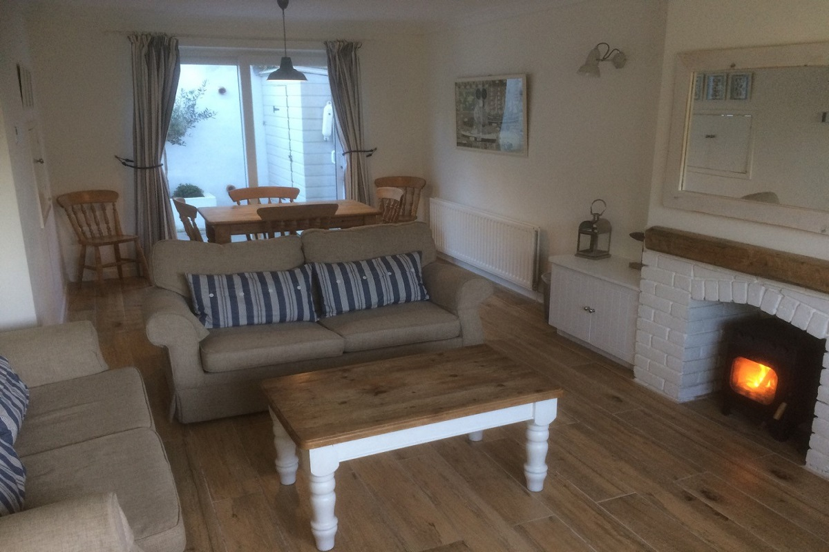 self catering cottage in lulworth lounge