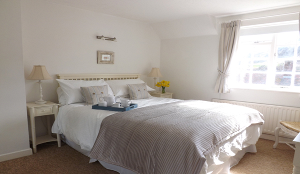 self catering cottage in lulworth master bedroom