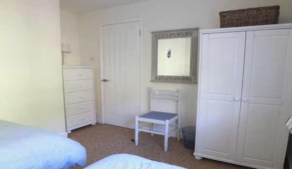 self catering cottage in lulworth twin room
