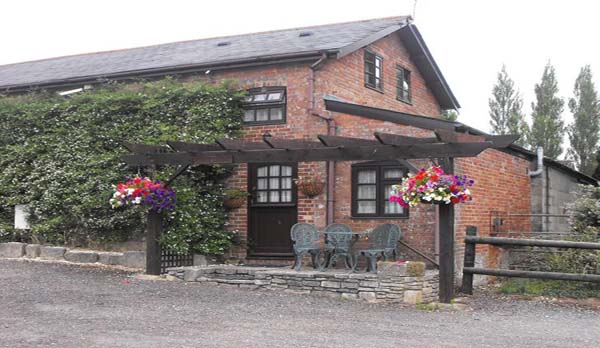 Purbeck-View-Holiday-Cottage-With-an-Open-Fire-Near-Poole-Exterior