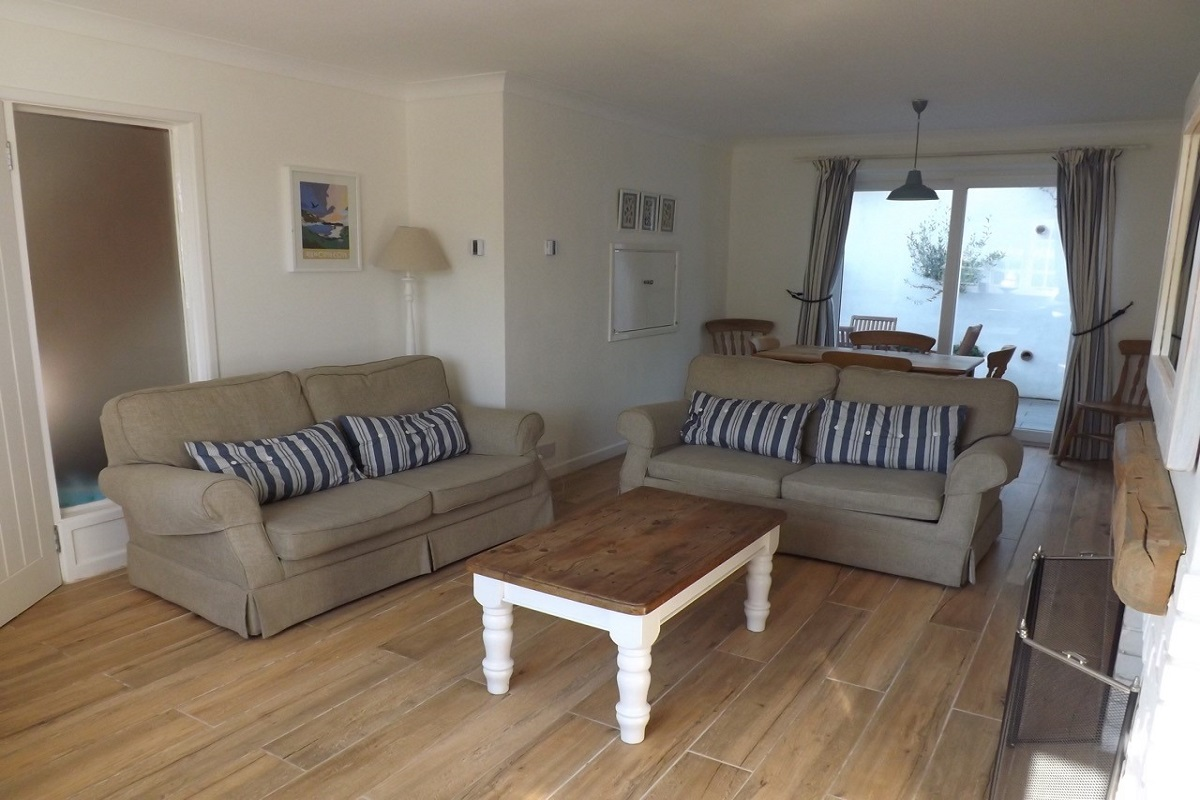 self catering cottage in lulworth lounge 2