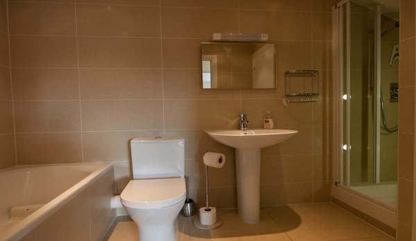 holiday apartment in swanage bathroom 2