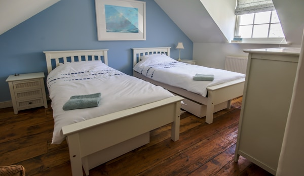 traditional cottage swanage twin room