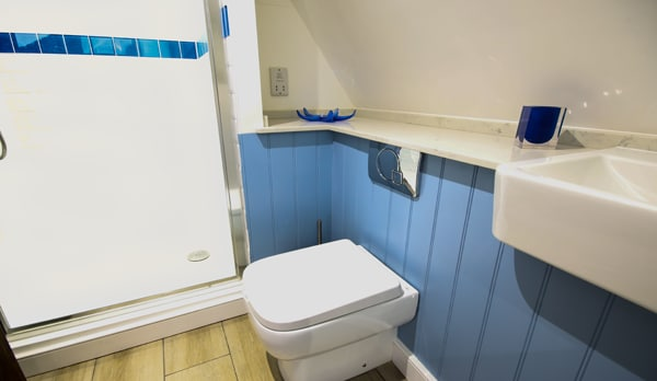 traditional cottage swanage shower room
