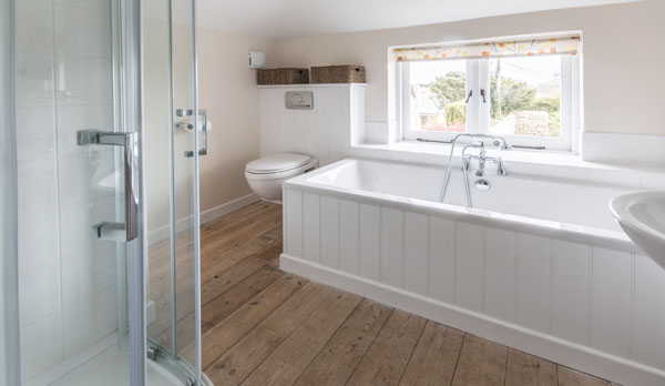 romantic holiday cottage dorset bathroom