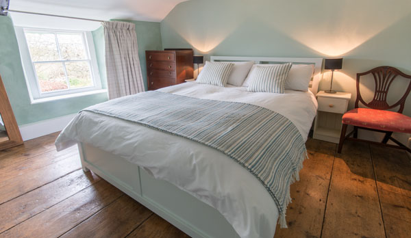 romantic holiday cottage dorset double bedroom