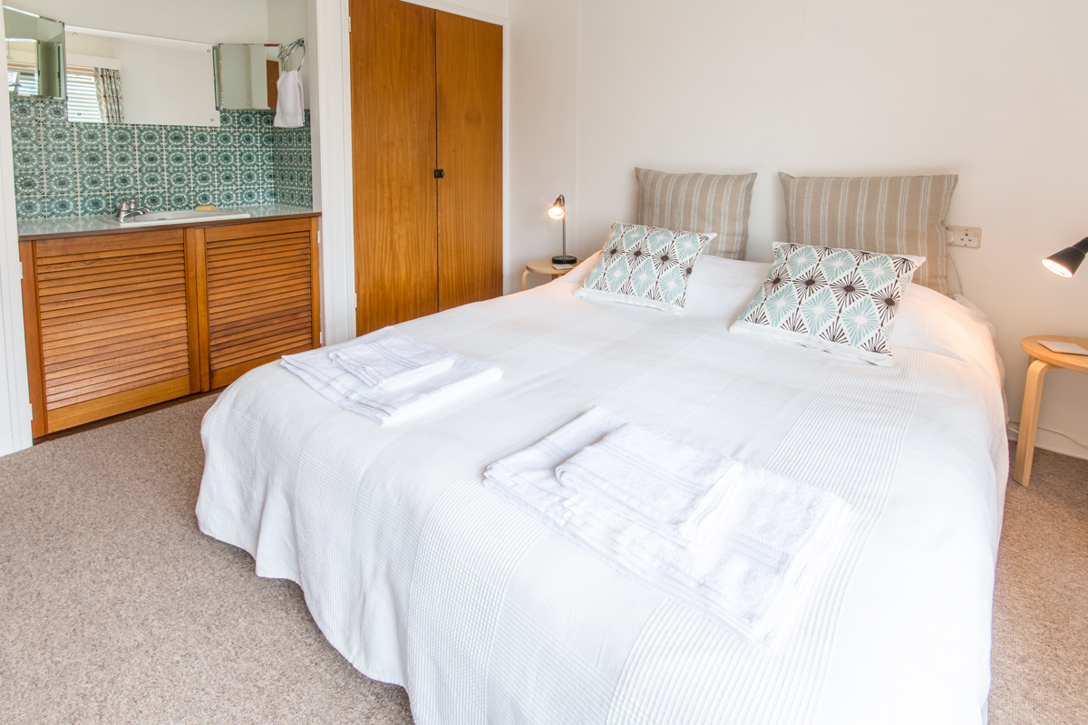 Large holiday cottage in Dorset with log burner master bedroom