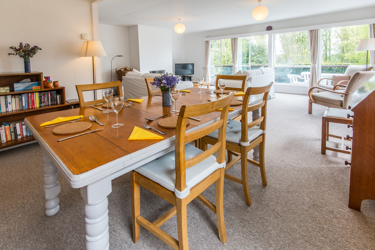 Large holiday cottage in Dorset with log burner dining room