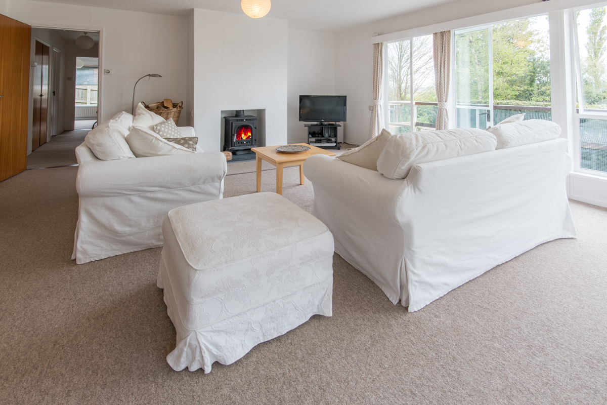 Large holiday cottage in Dorset with log burner lounge