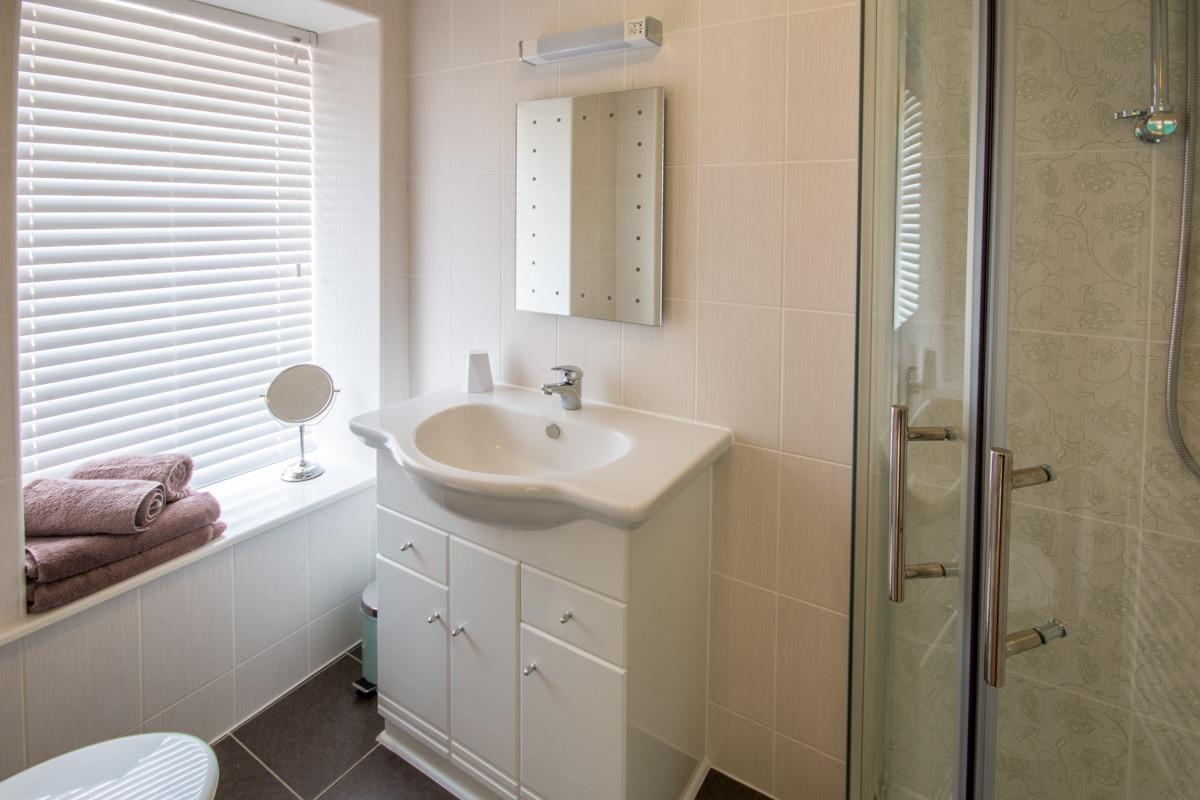 seaside holiday home in swanage bathroom
