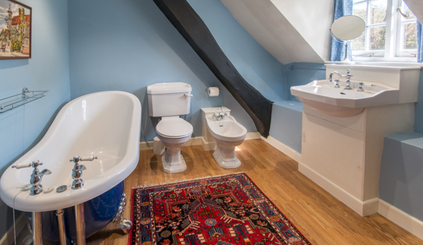 thatched romantic holiday cottage bathroom 1