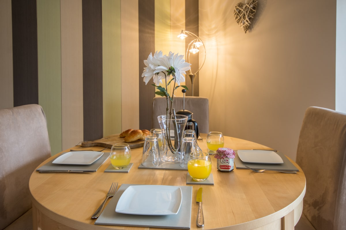 swanage beach holiday apartment dining table