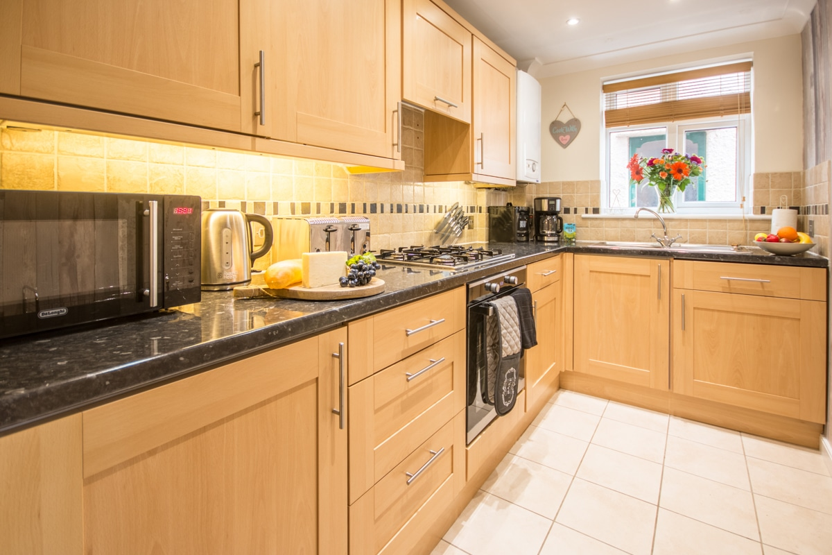 swanage beach holiday apartment kitchen