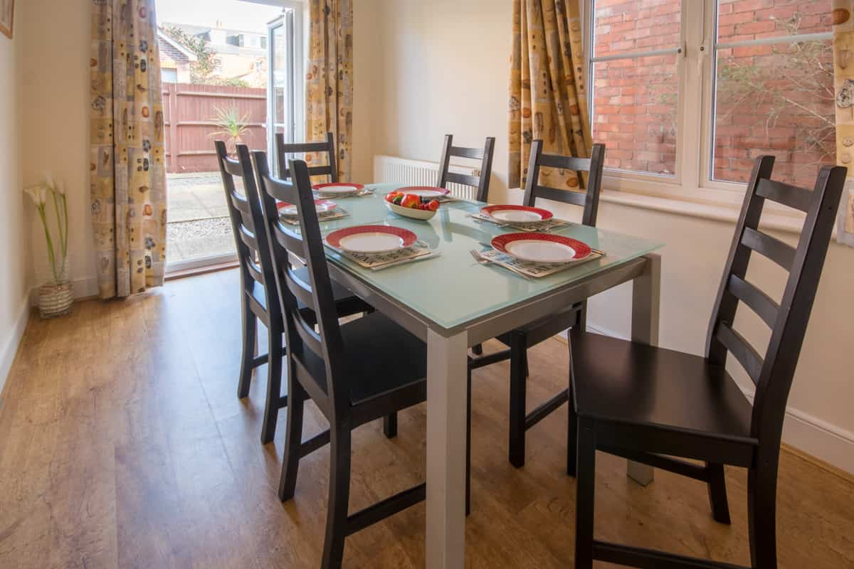 weymouth holiday home dining area