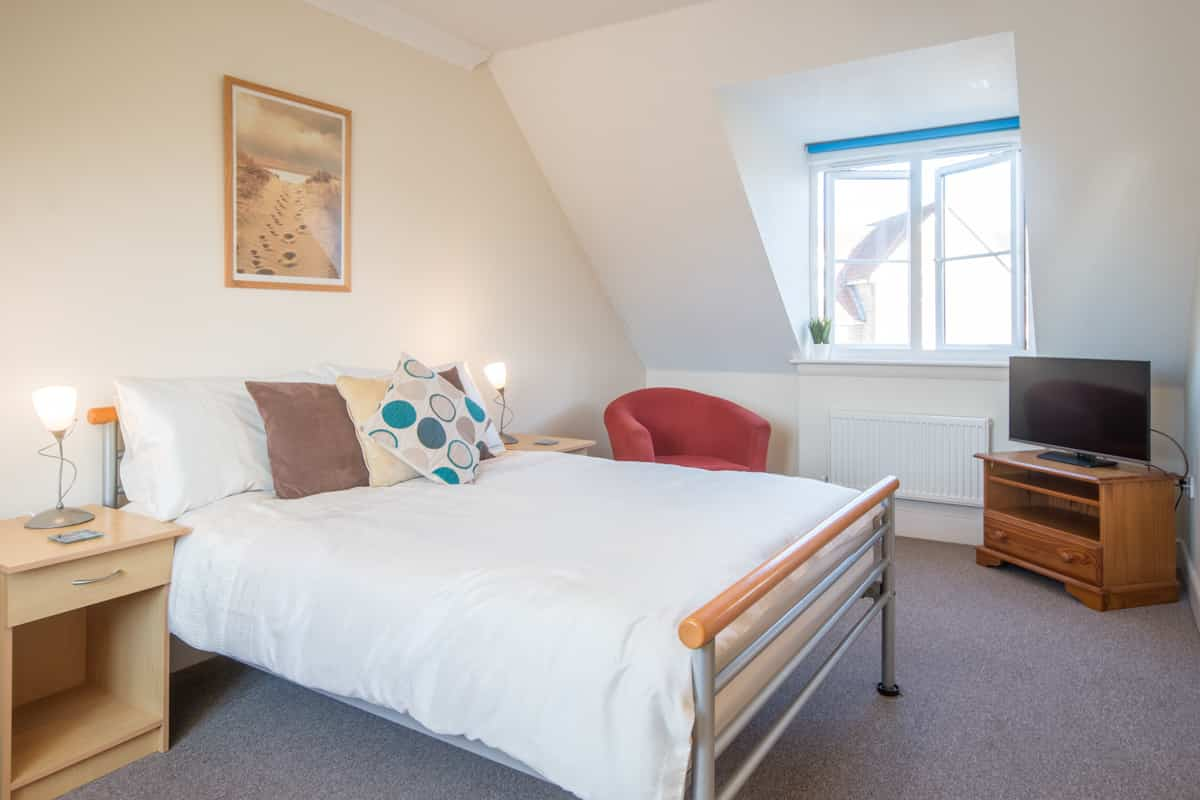 weymouth holiday home master bedroom