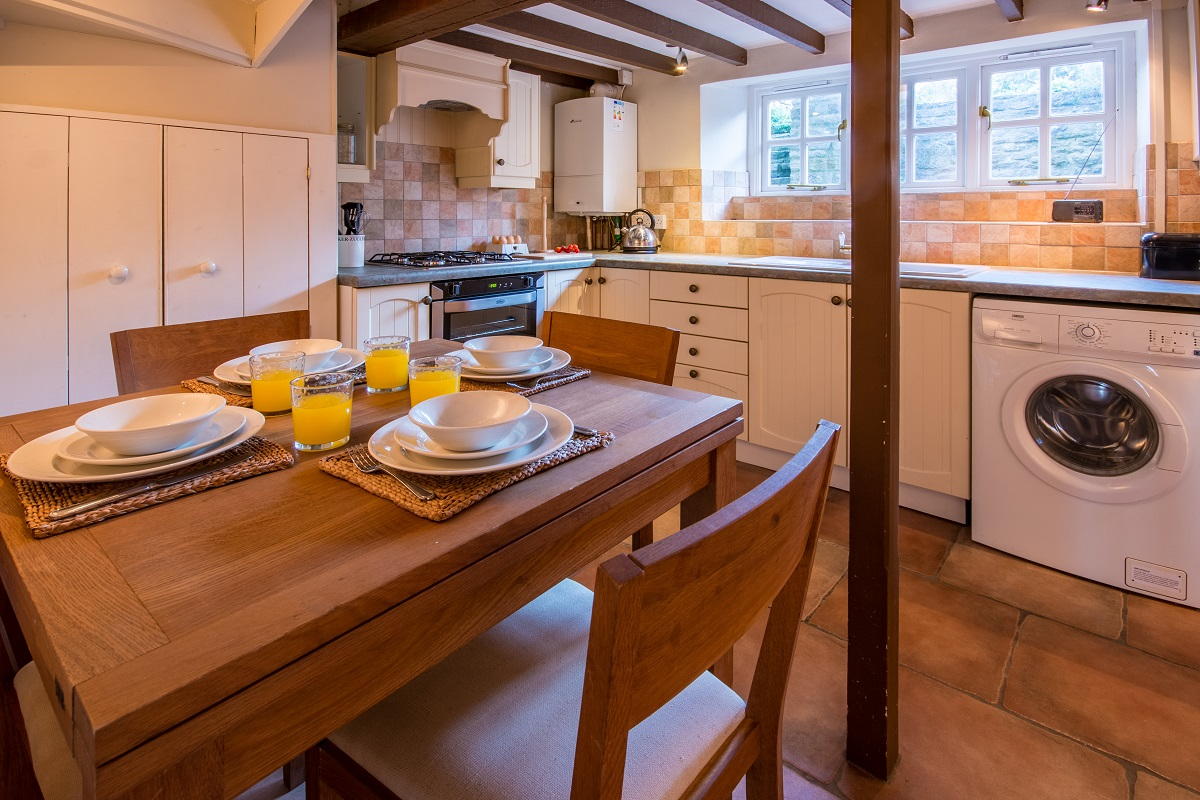 swanage holiday cottage dining area