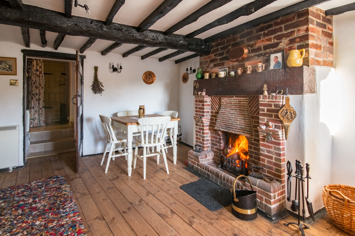 cosy thatched cottage lounge 2