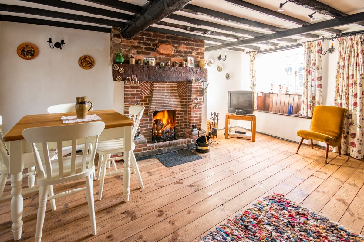 cosy thatched cottage lounge