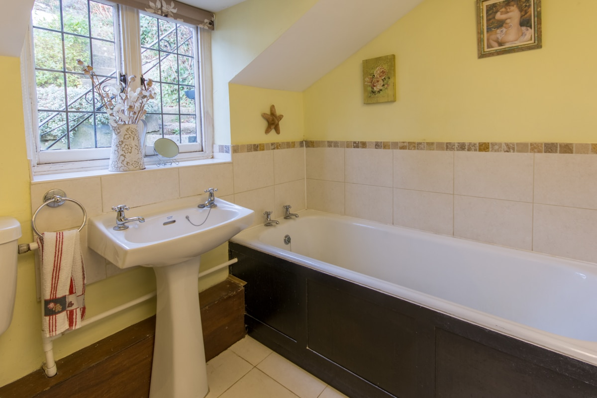 cosy thatched cottage bathroom