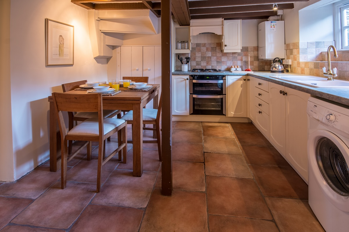 swanage holiday cottage kitchen