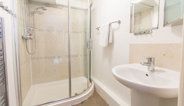holiday home in swanage with sea views bathroom