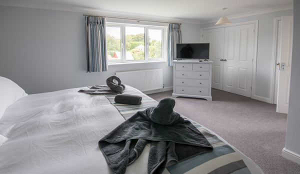 self catering holiday cottage in langton matravers dorset master bedroom window