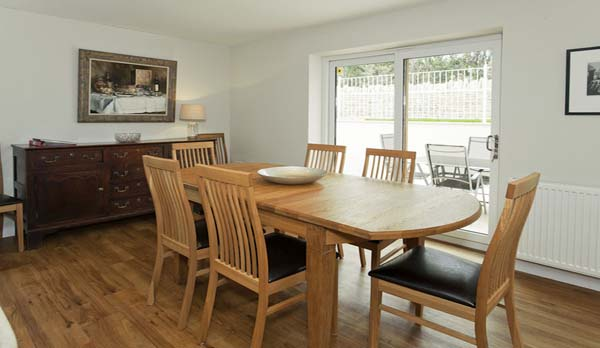 holiday home in worth matravers dining area