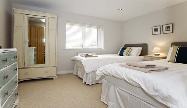 holiday home in worth matravers twin bedroom 2