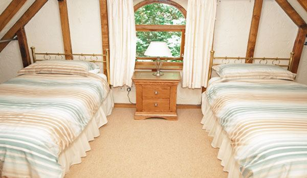 holiday home in studland twin bedroom