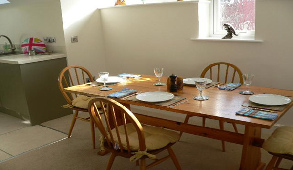 holiday apartment in swanage dining area