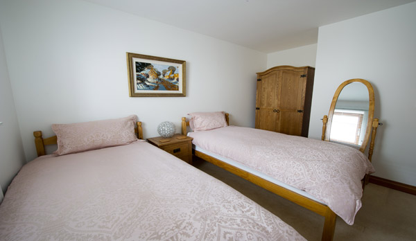 holiday home near wimborne twin bedroom