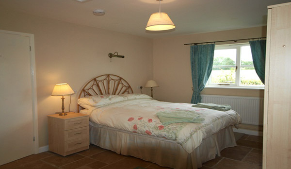 walking holidays in dorset double bedroom