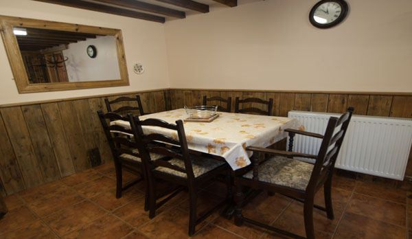 holiday cottage complex dorset dining area