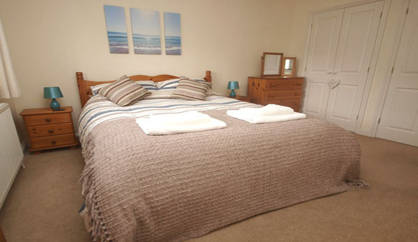 holiday cottage in lulworth cove king bedroom