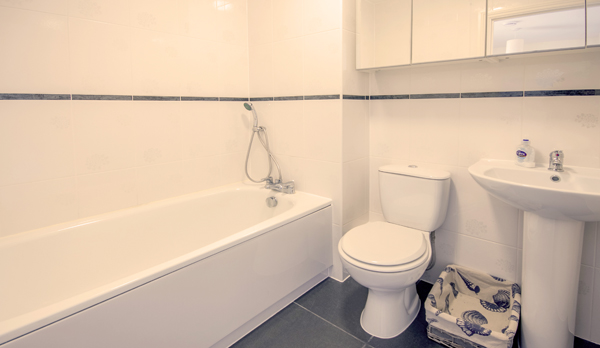 family holiday home in swanage bathroom