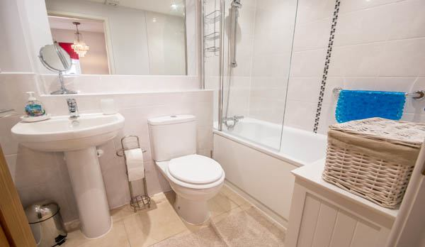 holiday accommodation in wareham master bathroom