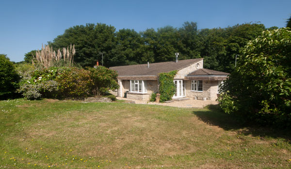 tanglewood holiday bungalow in swanage garden