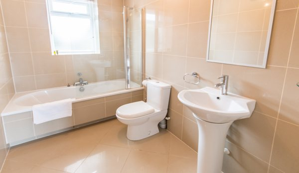 luxury dorset holiday cottage bathroom