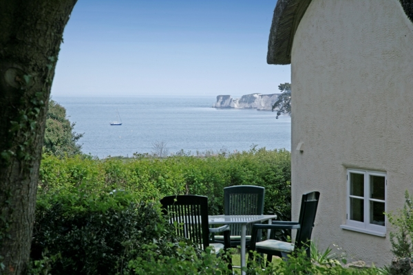 holiday cottage in studland garden view