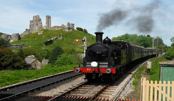 traditional cottage swanage Corfe castle railwai