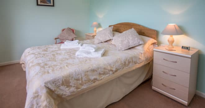 holiday cottage blandford dorset master bedroom