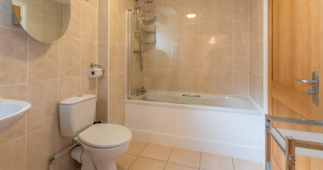 self catering holiday in swanage family bathroom