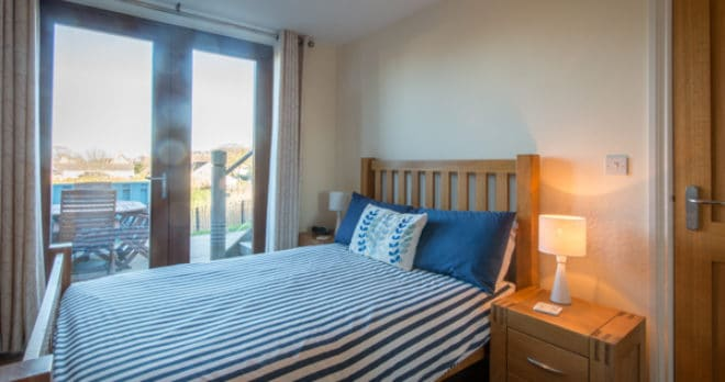 self catering holiday in swanage bedroom