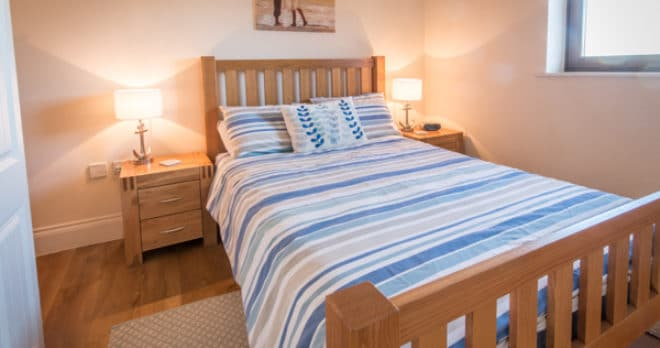 self catering holiday in swanage master bedroom
