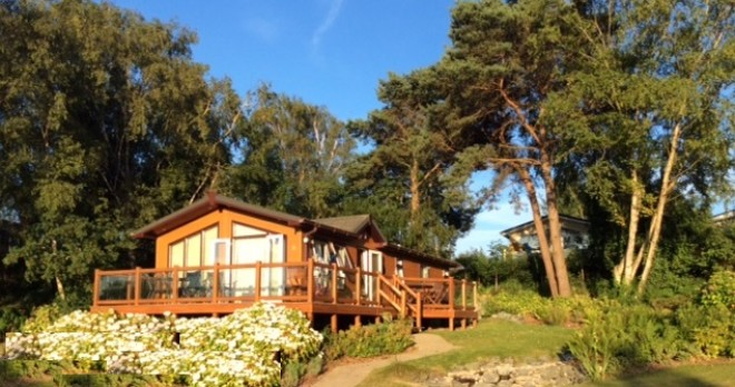 woodland falls luxury lodge on rockley park sleeps 6 side view
