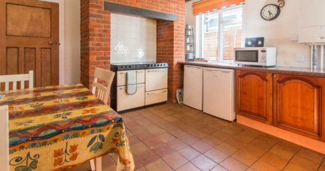 Accommodation for large groups in Swanage kitchen hob