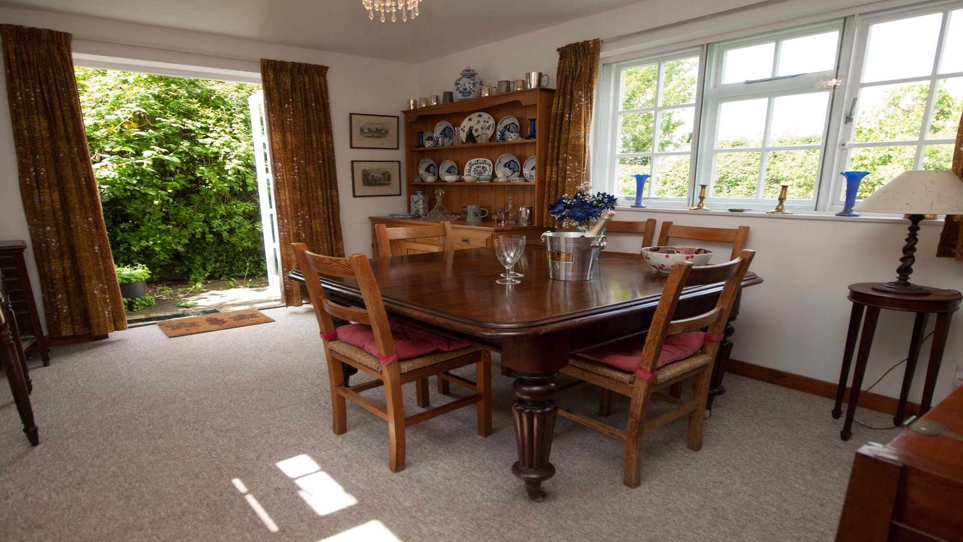 holiday country retreat in dorset dining area