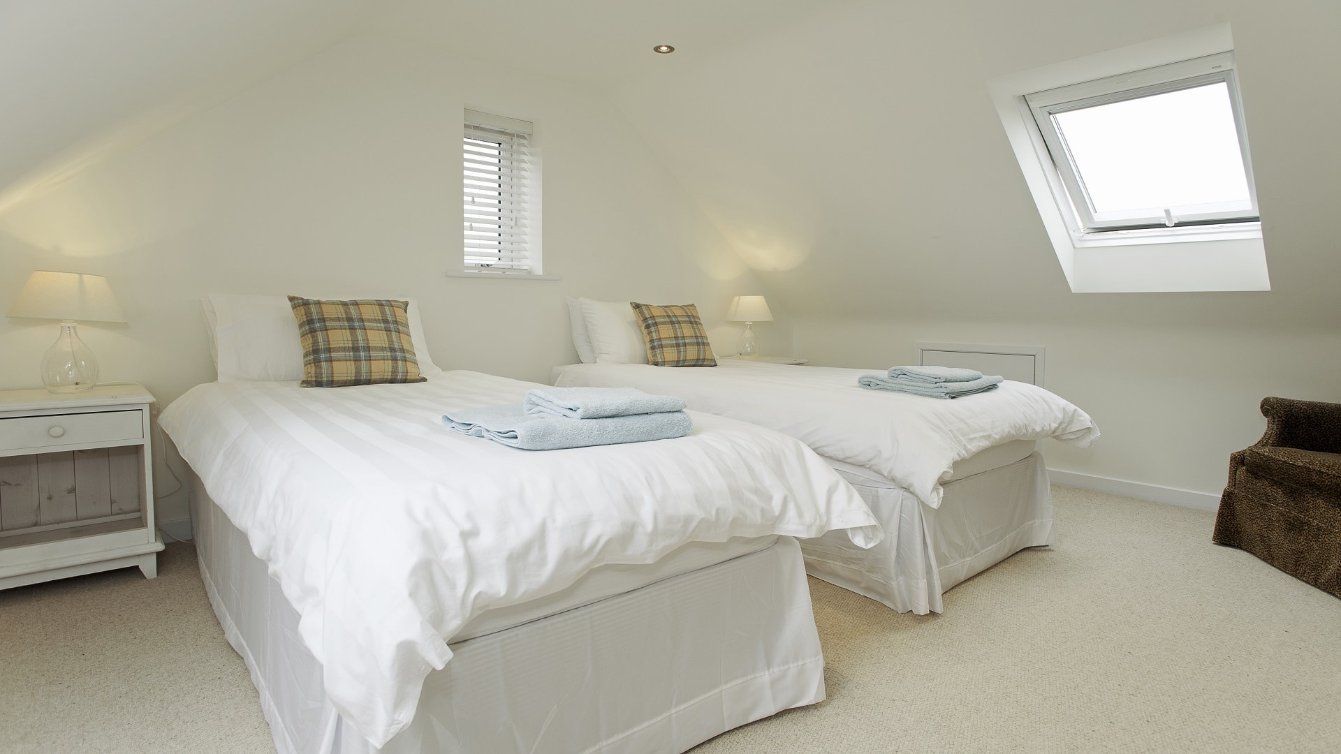 holiday home in worth matravers twin bedroom 1