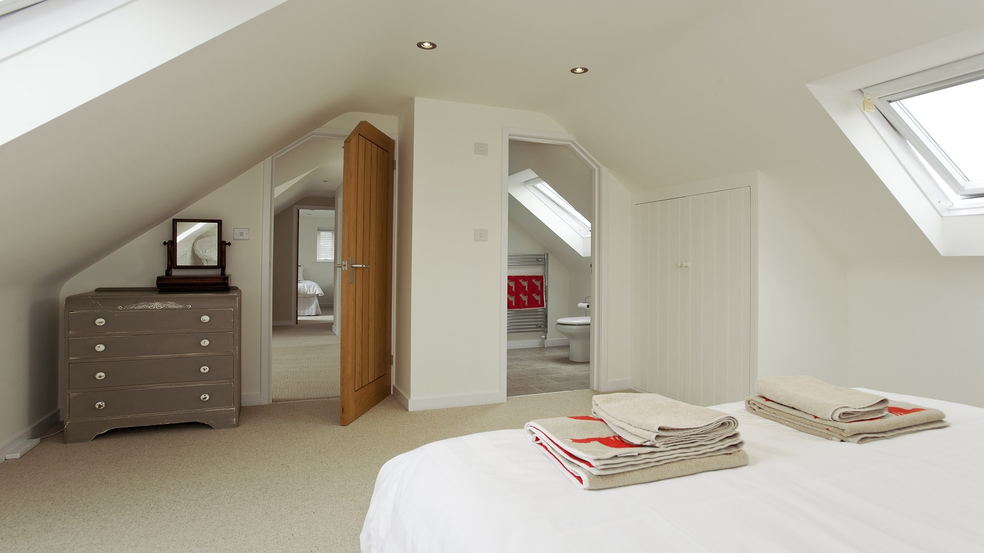 holiday home in worth matravers master bedroom ensuite