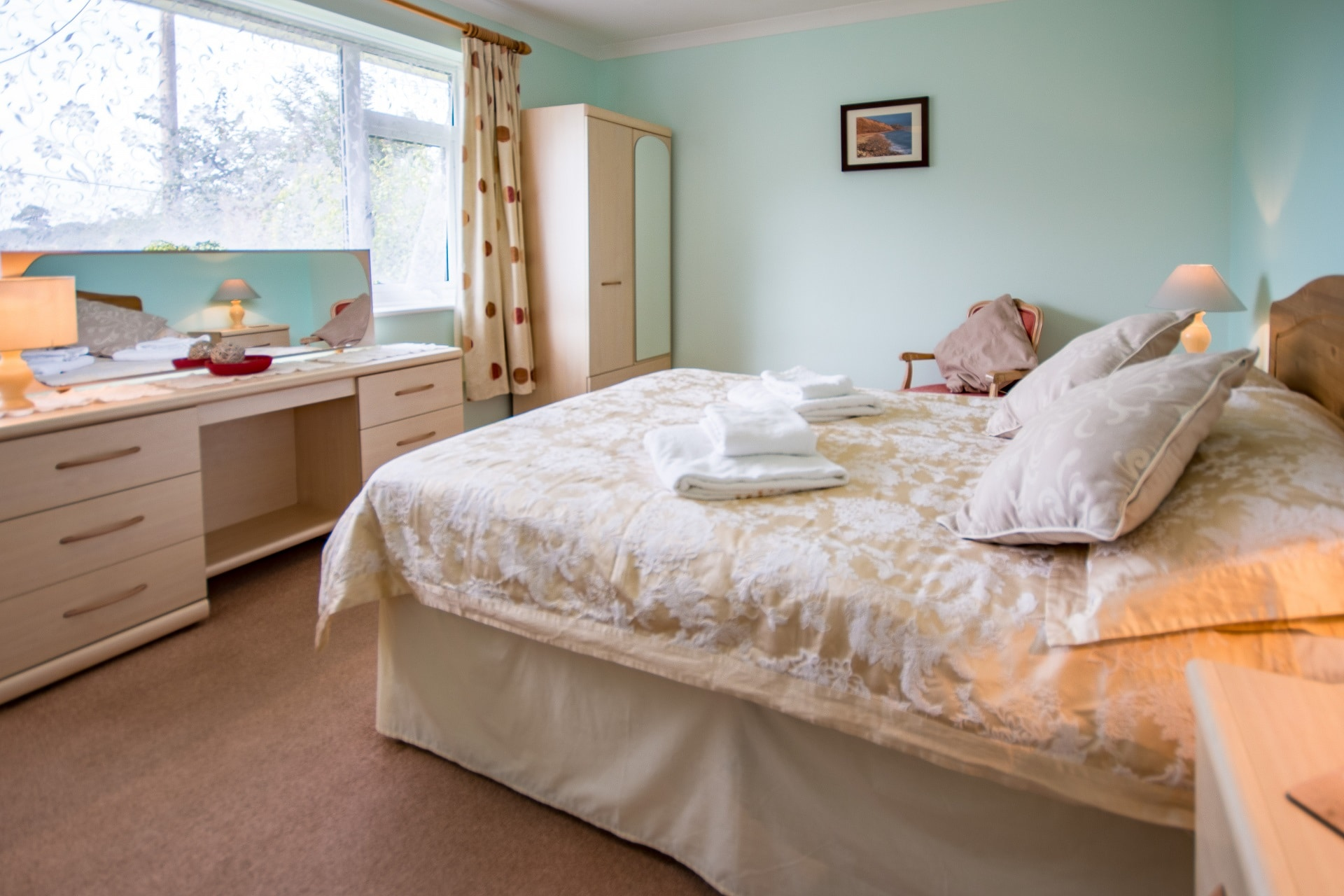 holiday cottage blandford dorset master bedroom 2